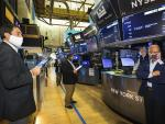 S&P 500 Ticks Higher to Record, Powered Again by Tech Stocks